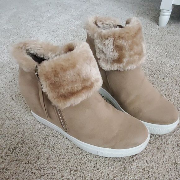 Shoes - Booties with fur